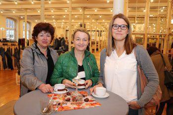 """<p class=""""caption"""">Christine Lampert, Sabine Thöni und Barbara Capelli. Fotos: Franz Lutz</p>"""