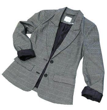 """<p class=""""caption"""">Der sportlich-edle Blazer von Broadway NYC Fashion kostet 59,99 Euro.</p>"""
