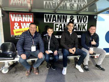 Die glücklichen Gewinner der W&W-Fanbank: Salvatore und Giuseppe Franchina, Fabian Waibel mit Begleitung.Fotos: Franz Lutz