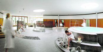 """<p class=""""caption"""">Die Hauptpreisgewinner dürfen sich zwei Nächte lang im Gesundhotel Bad Reuthe verwöhnen lassen – natürlich auch in der herrlichen Thermen- und Saunawelt.</p>"""