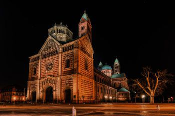 """<p class=""""caption"""">Die Kathedrale in Speyer. </p>"""