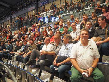 Die Ländle-Fraktion in der fast ausverkauften Stuttgarter Porsche-Arena.  Fotos: handout/ALPLA HC Hard/Alexander Kathrein