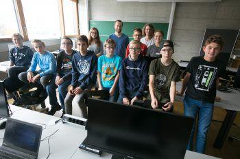 """<p class=""""caption"""">Die Teilnehmer des """"Code Base Camp"""" sind begeistert von der Welt des Programmierens.</p>"""