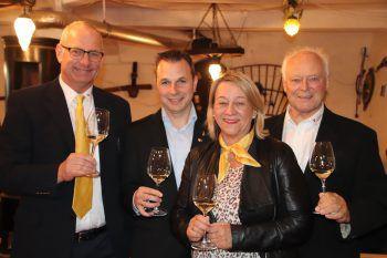 """<p class=""""caption"""">Die Weinakademiker Johannes Hengl, Marcel Böhler, Ursula Schnell und Sieghard Baier.</p>"""