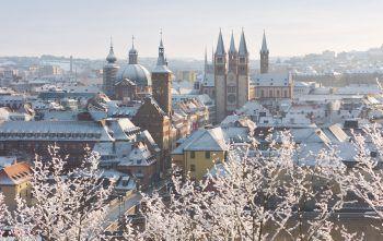 Die wunderbare Stadt Würzburg empfängt die Reisenden zum Jahreswechsel. Hier wartet eine exklusive Silvestergala inklusive Live-Musik und einem ausgezeichneten Menü. Fotos: handout/Weiss Reisen, Shutterstock