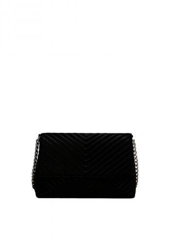 """<p class=""""caption"""">Eine schwarze Ledertasche lässt sich perfekt zu Strick kombinieren. Tasche von s.Oliver um 59,99 Euro.</p>"""