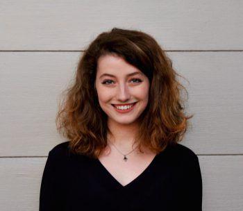 """<p>Elisabeth, 20, Dornbirn: """"Ich liebe den Weihnachtsmarkt! Es macht mir großen Spaß, mit meinen Freunden die Stände abzuklappern. Ich mag den Advent deswegen, weil man sich bewusst Zeit für Freunde und Familie nimmt.""""</p>"""