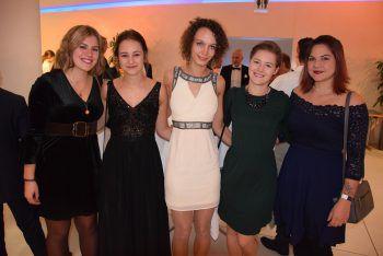 "<p class=""caption"">Emma, Anna, Corinna, Lena und Tamara.</p>"