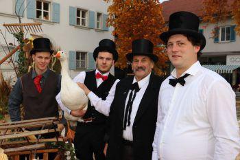 "<p class=""caption"">Großfamilie Meusburger – die Gänsepfleger.</p>"