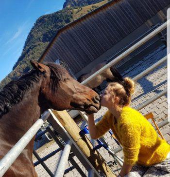 """<p class=""""caption"""">Hannah und ihr Pferd Danko.</p>"""