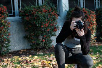 """<p class=""""caption"""">Ihre Freizeit verbringt sie mit fotografieren und lesen. Fotos: W&W</p>"""