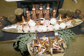 """<p class=""""caption"""">Im Fussenegger-Shop in Dornbirn steht alles bereit, für ein schönes Weihnachtsfest mit stimmungsvoller Dekoration. Kugeln, Kerzen, niedliche Figuren, Kerzengläser und vieles mehr sind erhältlich.</p>"""