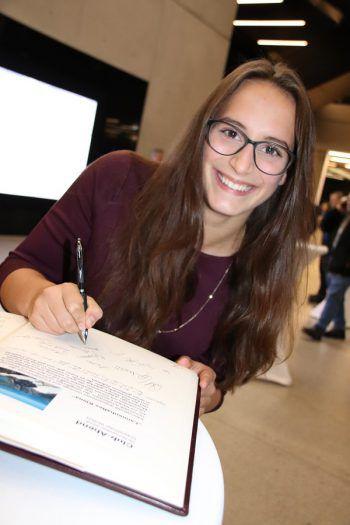 """<p class=""""caption"""">Johanna Hartl.</p>"""