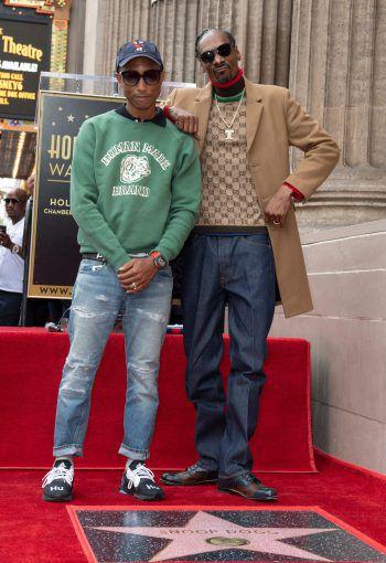 "<p>Los Angeles. Legendär: Hip Hop-Superstar Snoop Dogg erhält seinen Stern am ""Walk of Fame"" – mit dabei: Pharell Williams. Fotos: AFP, APA, Reuters, AP</p>"