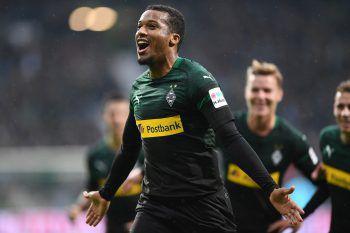 Mit drei Treffern gegen Bremen schoss Pléa von Borussia Mönchengladbach Bremen quasi im Alleingang ab. Foto: AFP