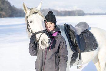 """<p class=""""caption"""">Olivia und ihr Pflegepferd Leda.</p>"""