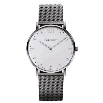 """<p class=""""caption"""">Passend für jeden Look: Die silberne Armbanduhr mit Meshband gibt es bei Paul Hewitt um 179 Euro.</p>"""