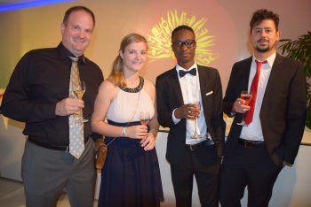 """<p class=""""caption"""">Roman und Julia Ploner mit James Mutunga und Bryan Kleindienst.</p>"""