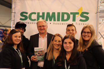 "<p class=""caption"">Schmidt's Team mit GF Thomas Fritz.</p>"