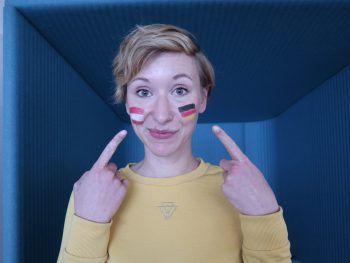 Schwarz-Rot-Gold in Rot-Weiß-Rot: WANN & WO-Redakteurin Anja Förtsch findet die Vorarlberger hier und da schon schräg – mit einem Augenzwinkern natürlich.Foto: W&W