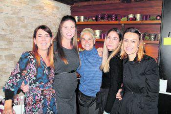 Silvia Bilgeri und Johanna Schwendinger mit Gabriele Kronegger, Ramona Höfel und Jasmine Kalin. Fotos/Text: WAM