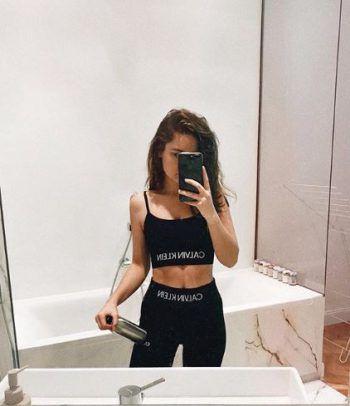 <p>Sportbegeistert: Die Vorarlberger Bloggerin Nina Himmelreich ist sehr sportlich. Stolz zeigt sie ihren durchtrainierten Körper.</p>