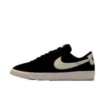 """<p class=""""caption"""">Sportlicher Touch: Sneakers verleihen jedem Outfit einen legeren und lässigen Look. Schuhe von Nike um 90 Euro.</p>"""