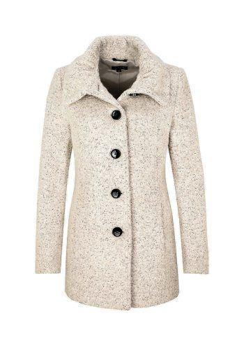 """<p class=""""caption"""">Stilvoll und kuschelig: Dieser weiche Mantel hält bei kühleren Temperaturen warm. Gesehen bei Comma um 129,99 Euro.</p>"""