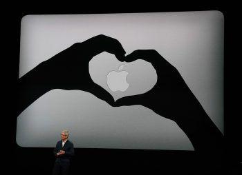 Tim Cook präsentierte in New York die neueste Apple-Technik. Weltweit nutzen bereits über 100 Millionen Menschen Geräte mit dem Apfel-Logo.Foto: DPA, GoPro, Canon, Nikon, Reuters