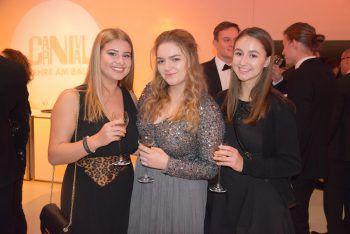 "<p class=""caption"">Valentina, Anna Maria und Sarah.</p>"