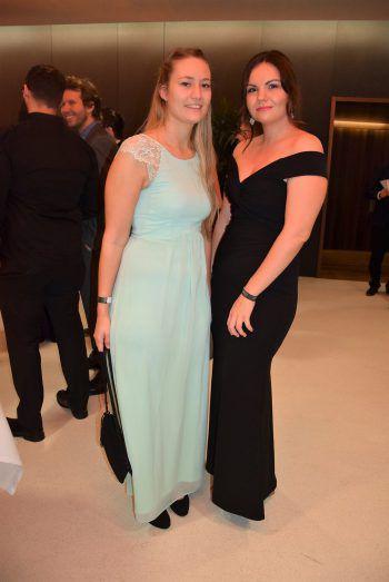 """<p class=""""caption"""">Verena Wiedel und Sabrina Schwärzler auf dem Ball.</p>"""