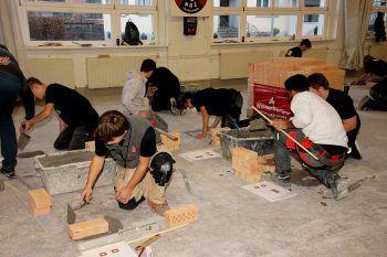 """<p class=""""caption"""">53 Schüler lernten die Vielfalt der Bauberufe kennen. Fotos handout/wifi</p>"""