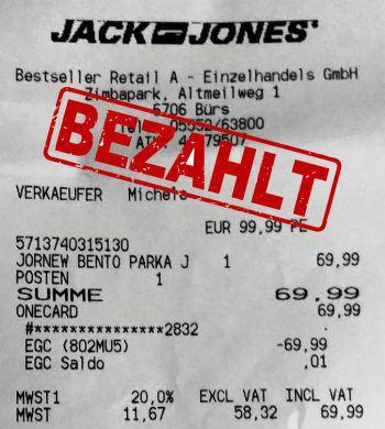 "<p class=""caption"">69,99 Euro: Ralph Reberz aus Bludenz. Winterparka.</p>"