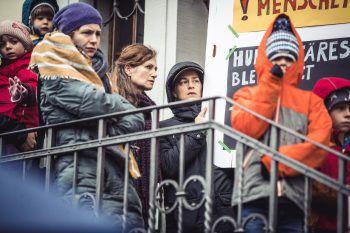 """<p class=""""caption"""">Aktivistin Julia Felder (mit Schild) wird nächsten Sonntag selbst auf der Demo sprechen.</p>"""