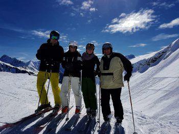 """<p class=""""caption"""">Alinas große Leidenschaft ist das Skifahren mit Ihrer Familie.</p>"""