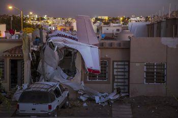 <p>Culiacan. Abgestürzt: Ein Flugzeug stürzt auf ein Haus in Mexiko – vier Leute starben, zwei wurden verletzt.</p>