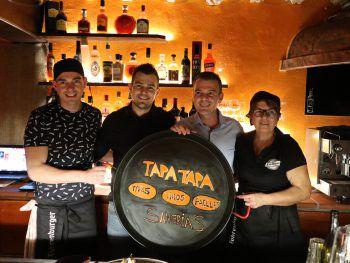 "Das Team von ""Tapa Tapa"" mit GF Sorin Braga. Fotos: W&W/Bilgeri"