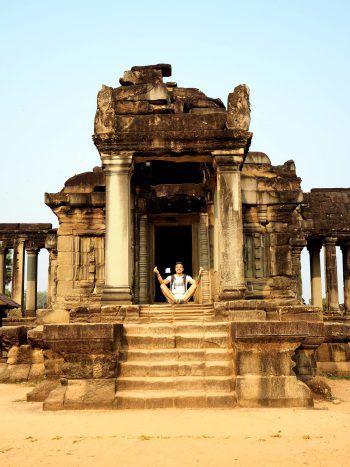 """<p class=""""caption"""">Der Dornbirner beim Meditieren in Angkor Wat, Kambodscha.</p>"""