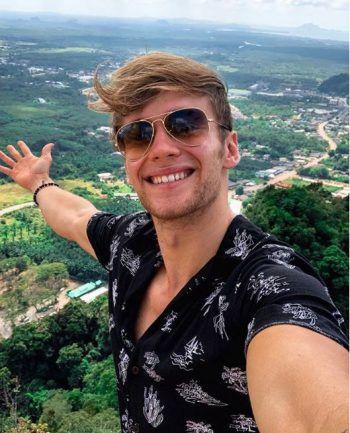 """<p>Fitness-Influencer Simon Mathis: Auf eines können die Dschungel-Fanswetten: Irgendwann fallen im Camp die Hüllen. Für den Hohenemser Fitness-Star Simon Mathis sicher kein Problem: Er zeigt seine Muskeln ohnehin gern auf Instagram und Youtube. Außerdem kennt er sich als ehemaliger """"Ninja Warrior Austria"""" mit Challenges im TV aus.</p>"""