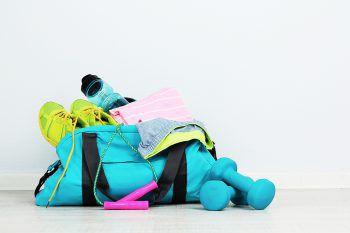 """<p class=""""title"""">               Um fit zu bleiben             </p><p>Silvester und die Neujahrsvorsätze kommen bestimmt – warum nicht also eine Sporttasche oder Fitnessgeräte aus einem der zahlreichen Sportfachhändler im Ländle verschenken?</p><p />"""