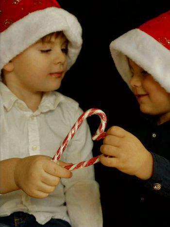 """<p class=""""caption"""">Francesco (4) und Tiziano (2) aus Hörbranz in Weihnachtsstimmung.</p>"""