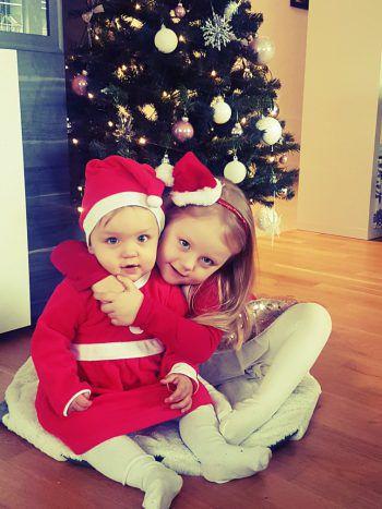 """<p class=""""caption"""">Katie (4) und Jamie (1) aus Lustenau freuen sich auf das Christkind.</p><p class=""""caption"""" />"""