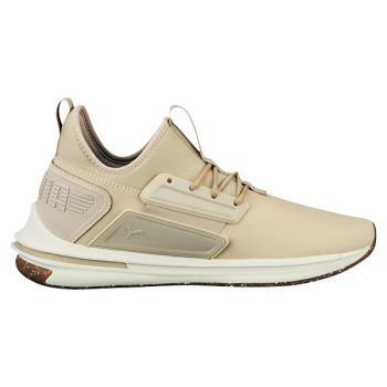 """<p class=""""caption"""">Sneakers in der Trendfarbe Camel runden jedes Herbstoutfit ab. Schuhe von Puma um aktuell 60 Euro.</p>"""