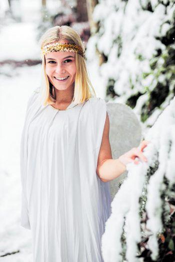 W&W-Weihnachtsengel Vanessa freut sich schon darauf, aus den Einsendungen die glücklichen Gewinner zu ziehen! Foto: Sams