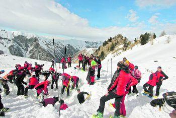 Bei den Bergrettern zählt jede Sekunde. Todesfälle gehören trotzdem dazu – wie der Sonntag gezeigt hat.Foto: APA/Zeitungsfoto.at