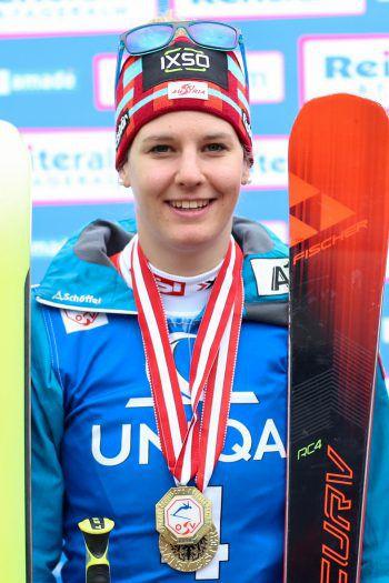 Elisabeth Kappaurer, Skirennläuferin: Das Coole am Wintersportland Vorarlberg sind natürlich die vielen lässigen und schönen Skigebiete. Ich schätze es wirklich sehr, dass man im Ländle die Möglichkeit hat, quasi direkt vor der Haustüre Ski zu fahren!