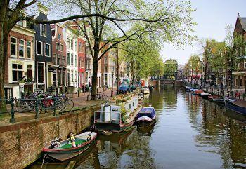 """<p class=""""caption"""">Amsterdam wird bei einer Grachtenrundfahrt erkundet. </p>"""