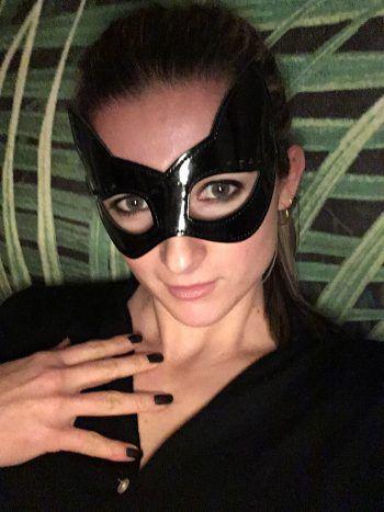 """<p class=""""caption"""">Angela aus Bregenz: """"Einmal Catwoman sein – roarrr.""""</p>"""