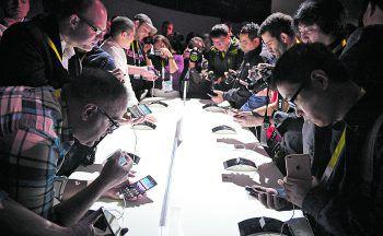 Apples Konkurrenz im Smartphone-Sektor wird immer größer. Fotos: AFP, Huawei, Samsung, LG, Sony