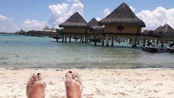 "<p class=""caption"">Auf Bora Bora entspannte die 48-Jährigeam Strand.</p>"